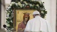Dans une lettre, François invite les fidèles à prier le chapelet au mois de mai